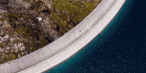 Curved dam from above
