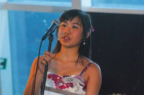 Julie Yuqing Ye accepting Statkraft Young Star Scholarship stipendie