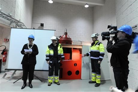 Man with blue helmet filming Kari Slungard holding opening speech for Sylsjo powerplant