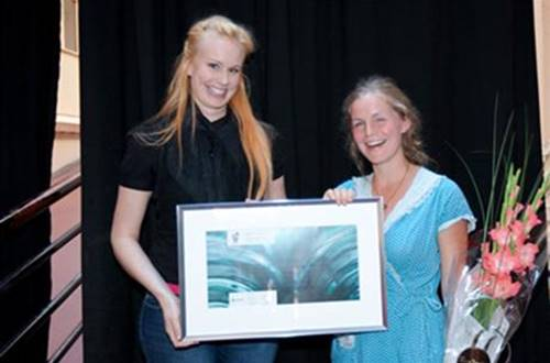 Guro Skomsnes Moe recieves receives an awarded Statkraft Young Star Scholarship